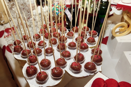 delicious chocolate cake pops at candy bar with sweets and drinks at luxury wedding reception. catering at restaurant. space for text